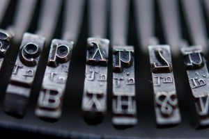 vintage-typewriter-keys